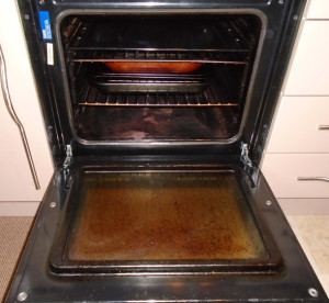 end of tenancy dirty oven before cleaning lanarkshire